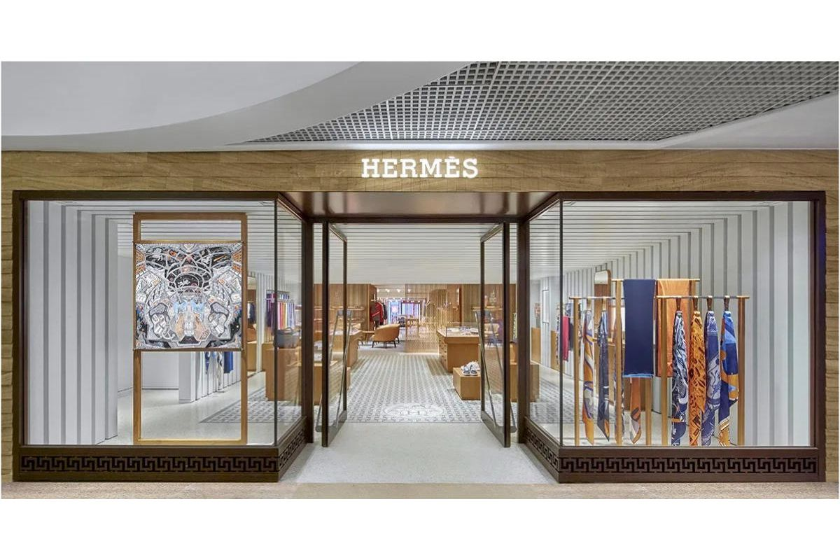 Hermès opened a new store inside the Harbour City Shopping Centre, a significant extension in the lively metropolis